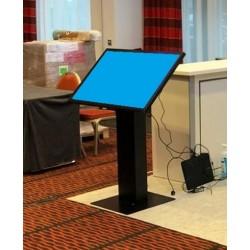 touchscreen-bildschirm-mieten-Berlin-touch-monitor-miete-pult-interaktiv-event-mietmöbel-vermietung-charlottenburg