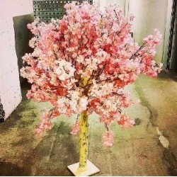 kunstbaum-kunstbäume-mieten-leihen-Berlin-requisiten-kirschblütenbaum-kunstpflanzen-vermietung-verleih
